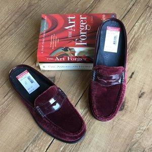 Weejuns wine colored velvet loafer mules